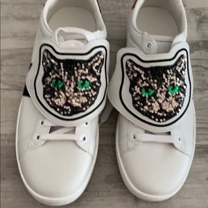Gucci sneakers with cat embedded removable